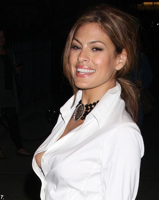 Downblouse of eva mendes